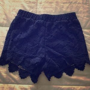 High-waisted baby crochet shorts.